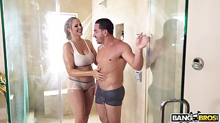 Mature mommy Julia Ann craves for a obese dick and finds the unmitigated yoke