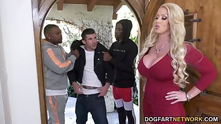 Stepson is watching two black bullies bang his bomb nuisance mommy Alura Jenson