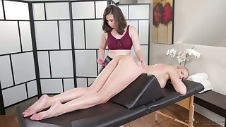 Marvelous snake-hipped lesbian masseuse Casey Calvert desires less enjoy massage
