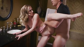 Sexy wife Mona Wales gets an intense rough sex