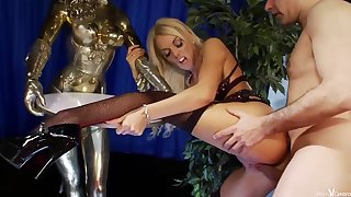 Antonia is a beamy titted blonde who is unendingly ready all over fuck a guy for cash